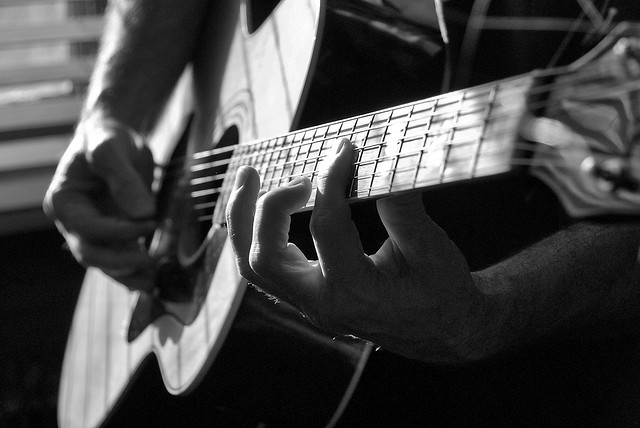 how to play guitar with small hands